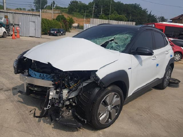 Salvage Car (Car Kit)  Hyundai  / Kona   ( 2019 year )